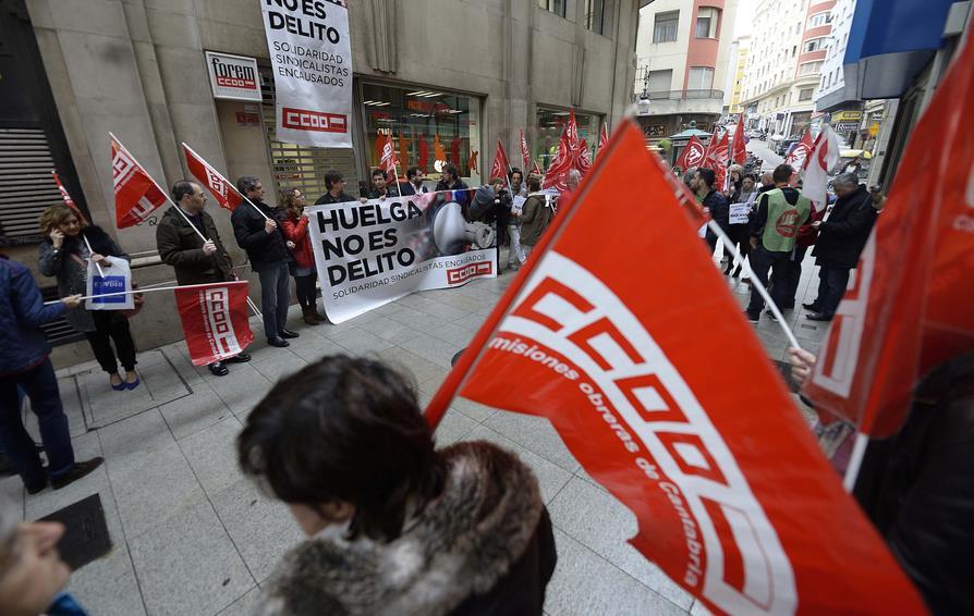 Un centenar de personas se concentran en Santander en apoyo a 'los 8 de Airbus'