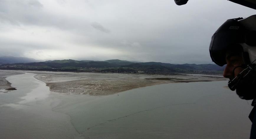 Helicóptero del 112 en la búsqueda del pescador desaparecido en Colindres