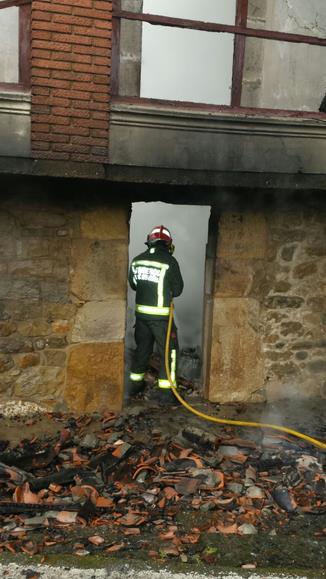 Un incendio calcina una vivienda en Vejorís