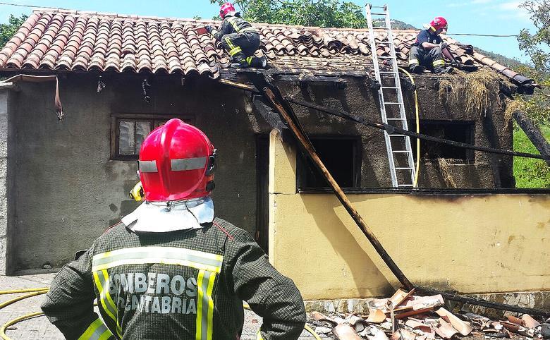 Extinguido el incendio de una cuadra en San Vitores