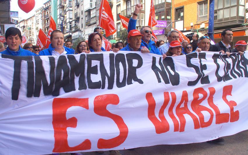 Trabajadores de Tinamenor durante la Manifestación del 1 de mayo de 2016 en Santander