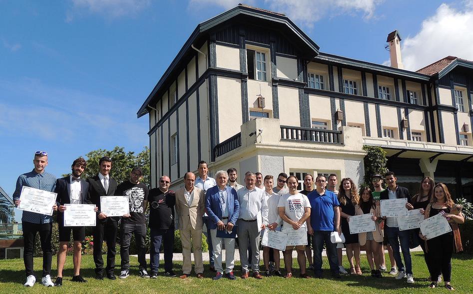 Los 26 alumnos del Curso de Gestión y Práctica de Negocios Hosteleros de Las Carolinas recogen sus diplomas