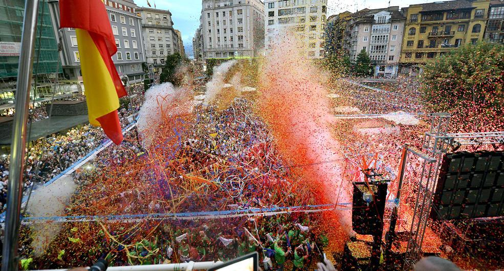 El chupinazo abrirá mañana diez días de fiesta en Santander / Foto de archivo del chupinazo del año 2015