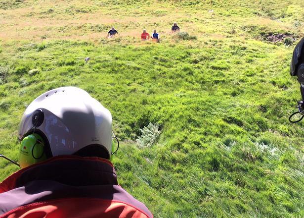 El helicóptero del Gobierno evacúa a un hombre con posible fractura de tobillo en Porracolina
