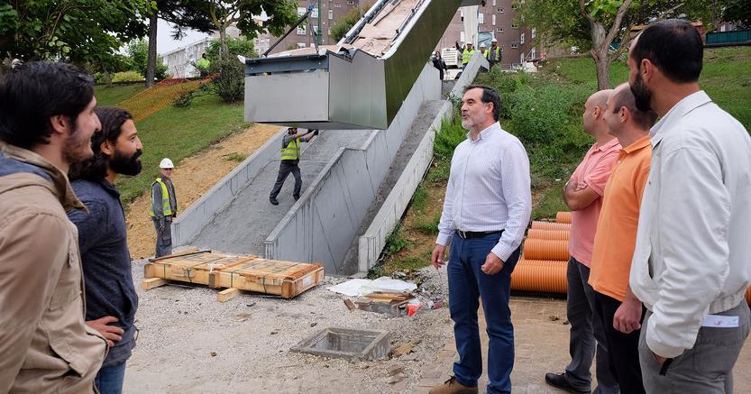 Instalados los cuatro primeros tramos de escaleras mecánicas para conectar el campus universitario con General Dávila