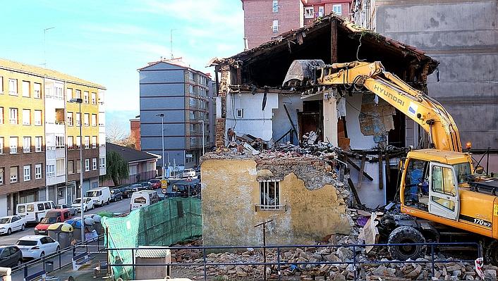 Derribado por ruina el número 81 de la calle Fernando de los Ríos