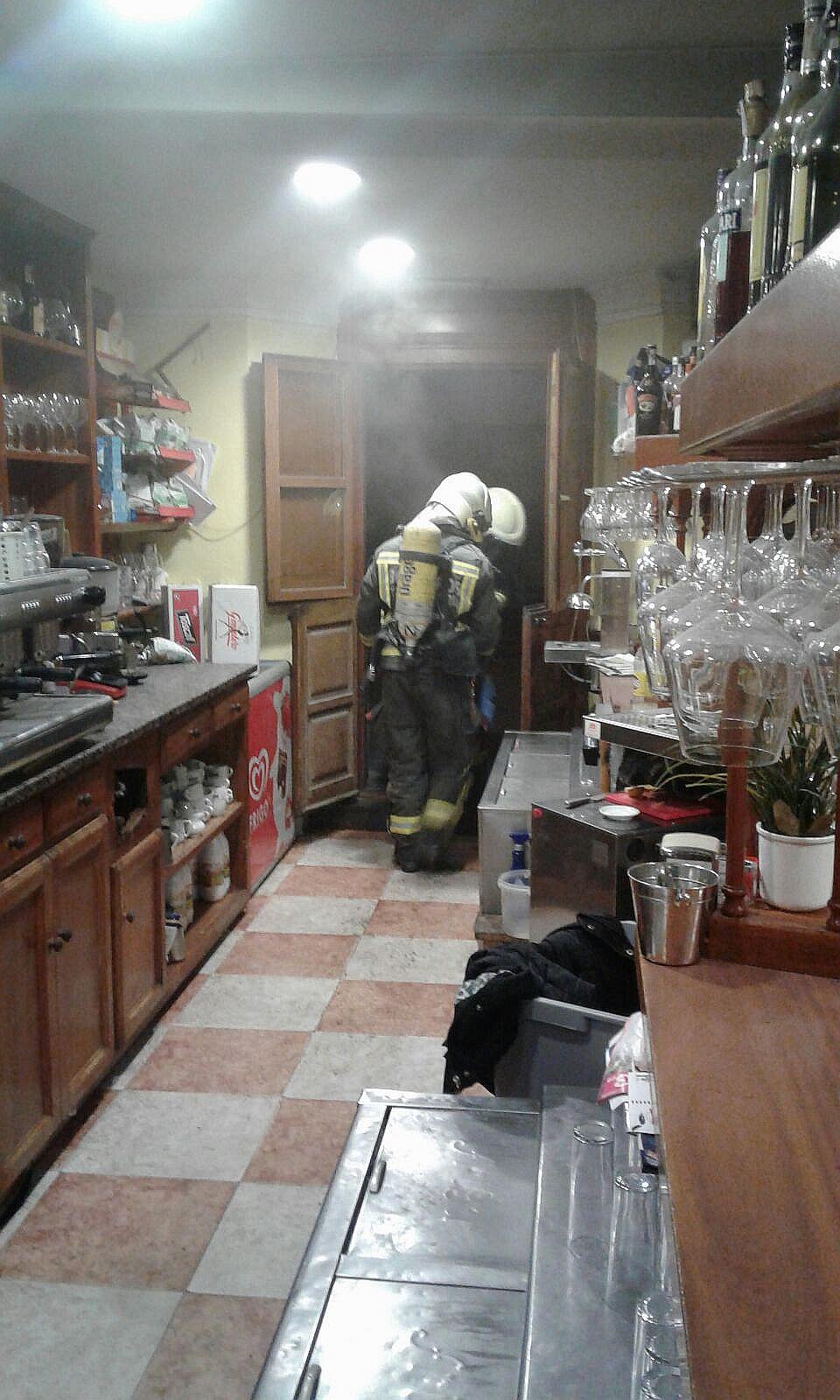 Extinguido un incendio en la cocina de una cafetería de Comillas