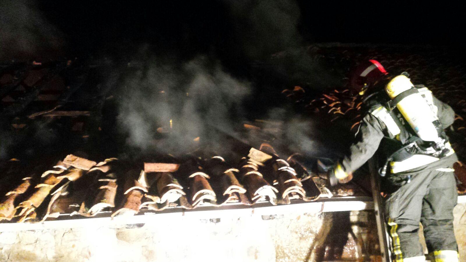 Extinguido un incendio en una vivienda de San Miguel de Aguayo