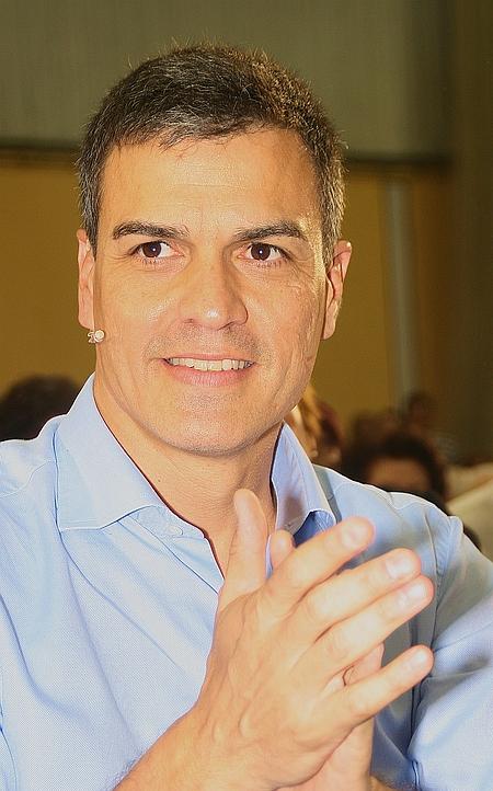 Pedro Sánchez vence al aparato del partido y gana con claridad las primarias del PSOE
