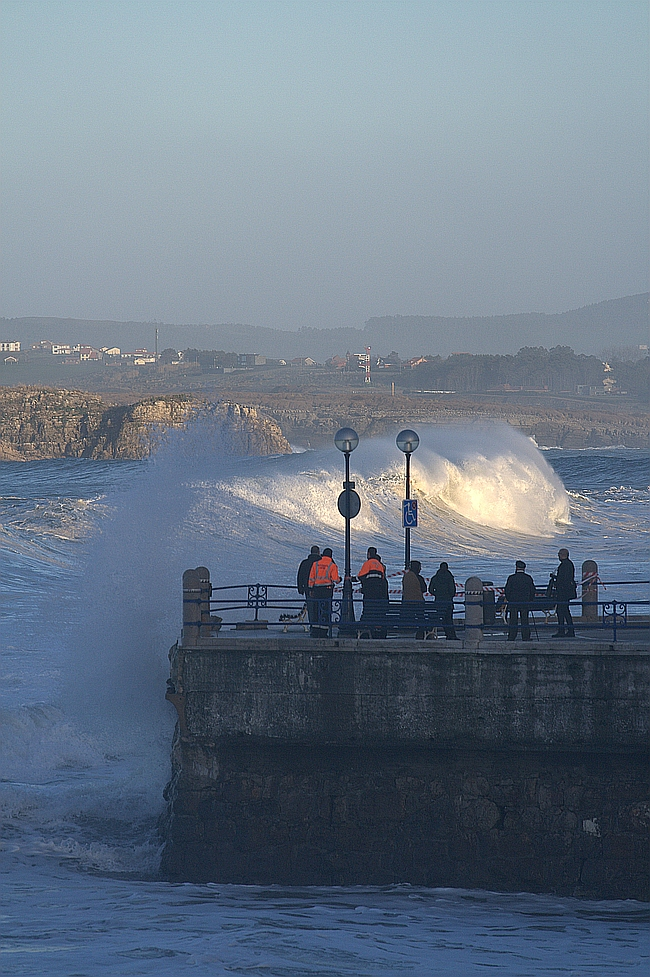 Cantabria estará hoy y mañana en alerta por nieve y fenómenos costeros adversos / Temporal en Santander - Archivo (C) CANTABRIA DIARIO