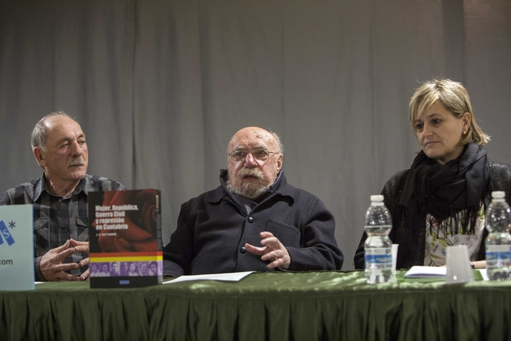 José Ramón Saiz Viadero presentó su libro 'Mujer, República, Guerra Civil y represión en Cantabria'