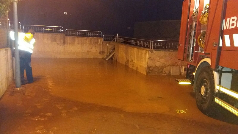 Bronca política entre Santander y Camargo a cuenta de la rotura de una tubería de agua en Muriedas