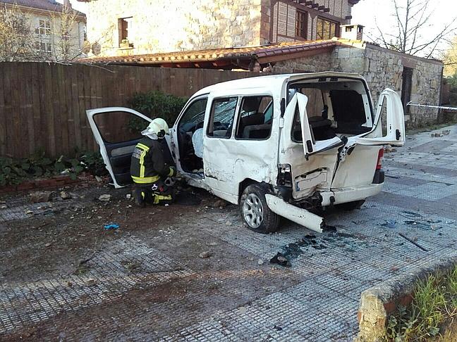 Dos heridos graves tras impactar un camión con una furgoneta en Cabezón de la Sal