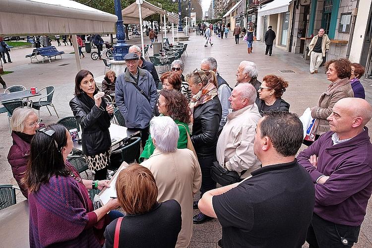 La alcaldesa de Santander, Gema Igual, se reúne con miembros de la Asociación de Vecinos de Numancia