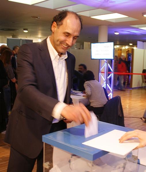 Ignacio Diego vota, 25 de marzo de 2017 (C) CANTABRIA DIARIO