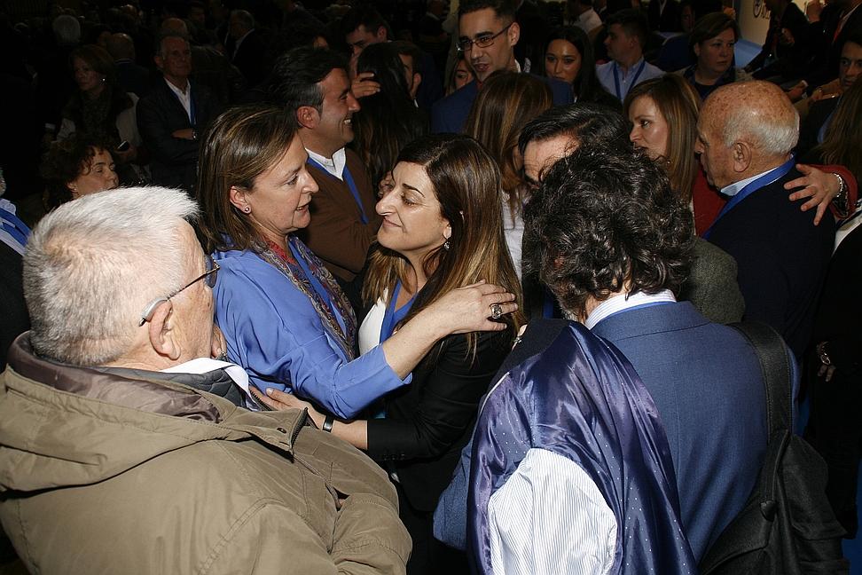 María José Sáenz de Buruaga, celebra su victoria (C) CANTABRIA DIARIO - DAVID LAGUILLO