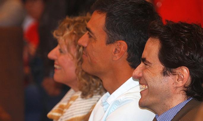 De izquierda a derecha. Rosa Eva Díaz Tezanos, Pedro Sánchez y Pedro Casares en Santander, 8 de abril de 2017 (C) CANTABRIA DIARIO - David Laguillo