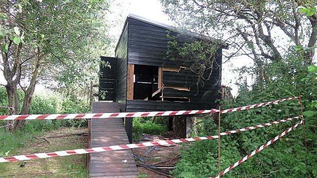 Destrozan un observatorio de aves en la Marisma de Alday