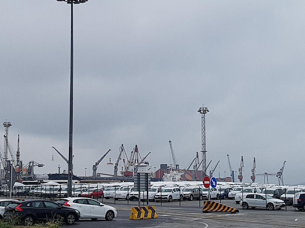 La huelga de los estibadores paraliza por segundo día consecutivo el Puerto de Santander