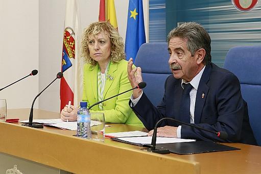 Rosa Eva Díaz Tezanos y Miguel Ángel Revilla, foto del Gobierno de Cantabria, 12 de junio de 2017