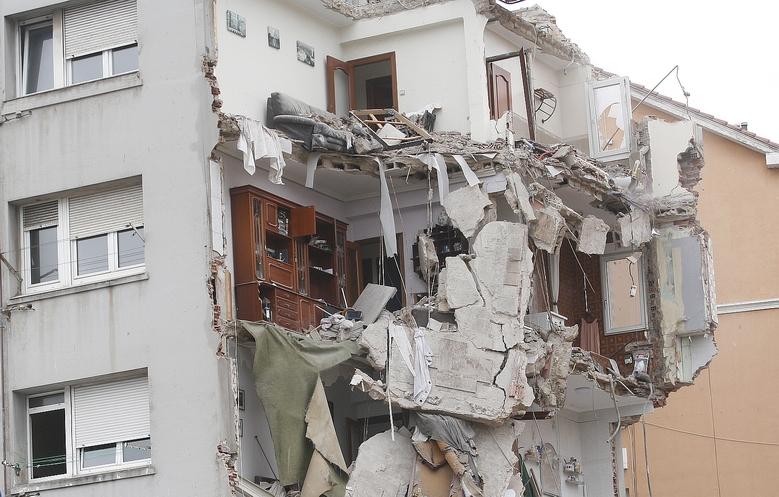Félix Álvarez acusa a Gema Igual de apoyarse en tránsfugas para evitar la comisión de investigación sobre el derrumbe en la calle del Sol - Derrumbe parcial del número 57 de la calle del Sol (C) CANTABRIA DIARIO