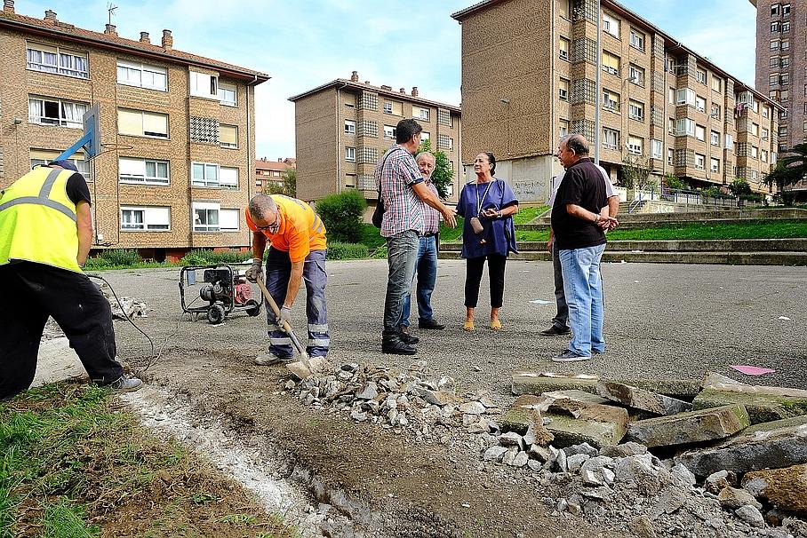 El Ayuntamiento acondiciona una pequeña plaza y un aparcamiento en la calle Cardenal Herrera Oria