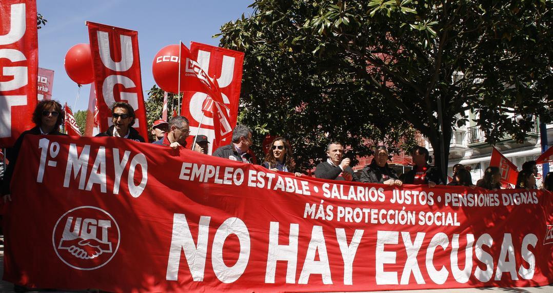 UGT alerta que el mercado laboral de Cantabria consolida su 'tendencia negativa' en la cantidad y la calidad del empleo / Foto: manifestación del 1 de mayo de 2017 en Santander - Archivo