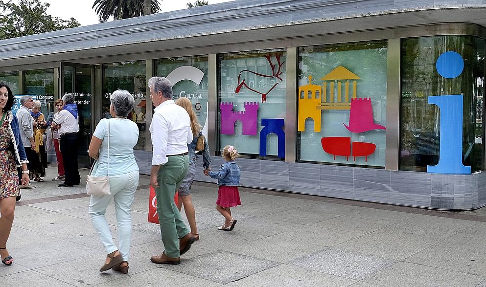 Santander refuerza la atención turística para el puente de la Constitución - En la imagen la Oficina Turística de los Jardines de Pereda
