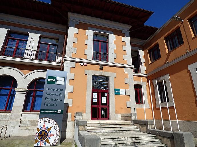 Abierto el IV Concurso de Postal Navideña Digital de la UNED Cantabria