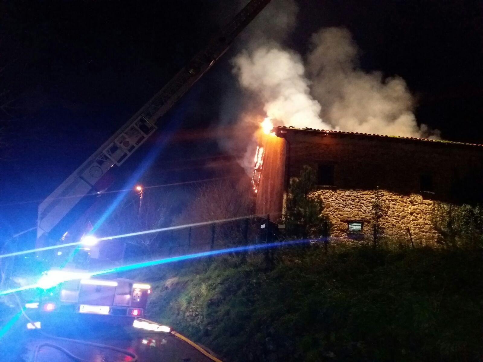 Fallece un hombre en el incendio de su vivienda en Gama