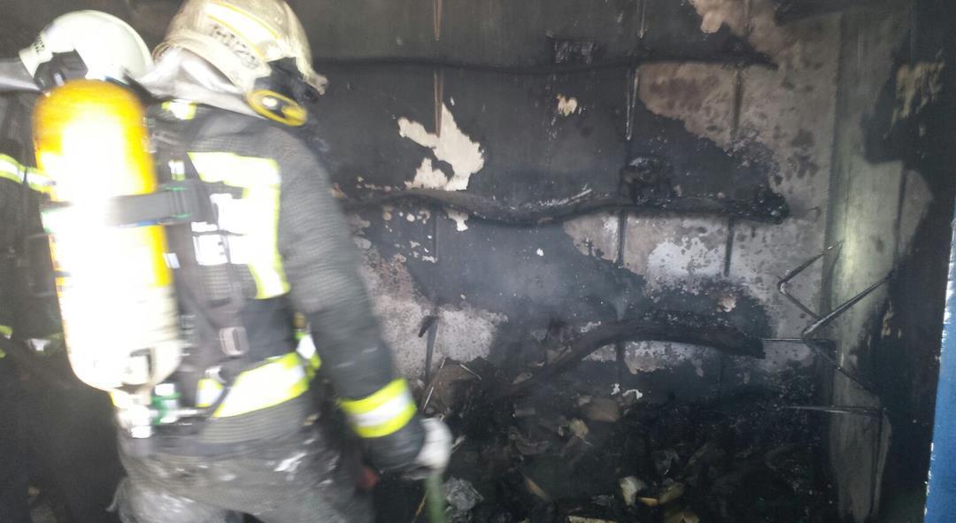 Bomberos del 112 extinguen un incendio en una zapatería de Noja