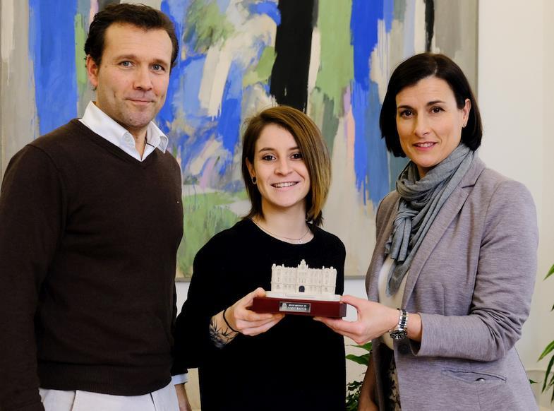 La alcaldesa felicita a Nadia Gómez por su nuevo título en karate