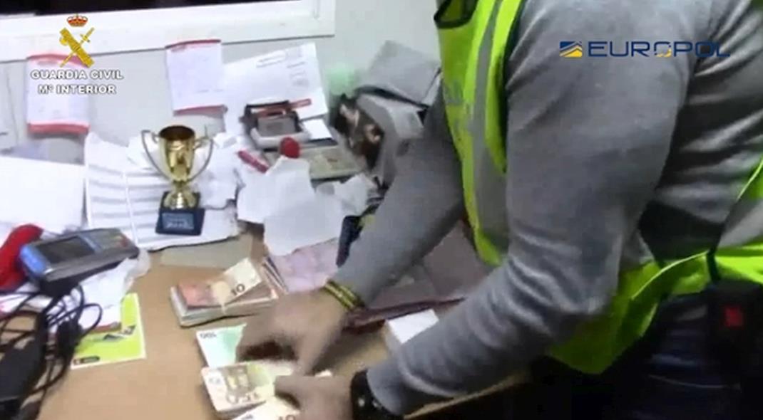 Desmantelado un entramado societario que defraudaba a la Hacienda pública ocultando el IVA de la venta de carne de kebab