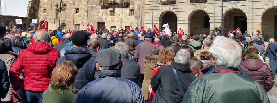 Mil personas se concentran en Reinosa por unas pensiones dignas