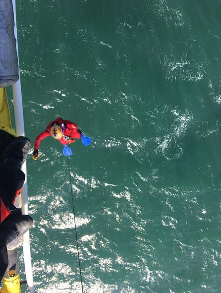 Rescatado el cuerpo de un hombre en el mar frente al cementerio de Ciriego