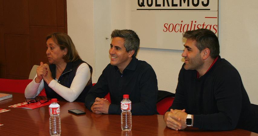 En el centro de la imagen, Pablo Zuloaga - El PSOE continúa su plan de formación para mejorar el desarrollo personal y político de la militancia