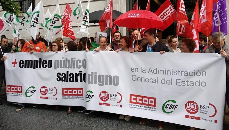 Los empleados de la Administración General del Estado en Cantabria exigen más empleo público y mejores salarios