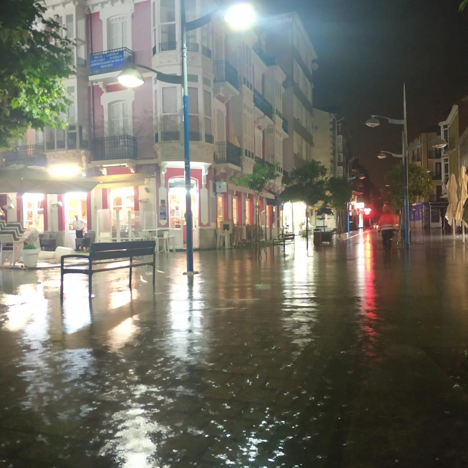 El 112 recibió 135 llamadas y gestionó 44 incidencias por las fuertes lluvias caídas anoche