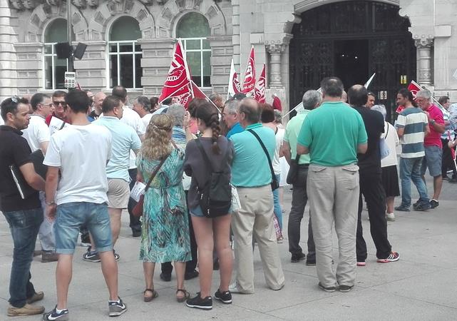 Trabajadores del SMTU exigen que el Ayuntamiento negocie el traslado a las nuevas cocheras de Peñacastillo