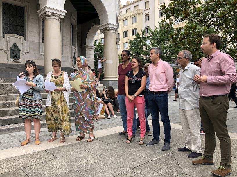 El Delegado del Gobierno Pablo Zuloaga se suma a la jornada reivindicativa de Alouda Cantabria y Cantabria por el Sáhara