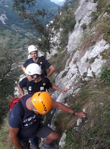 Efectivos del 112 rescatan a una mujer en la vía ferrata La Hermida