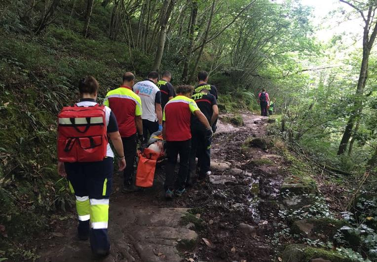 Rescatado un senderista herido en Vega de Pas