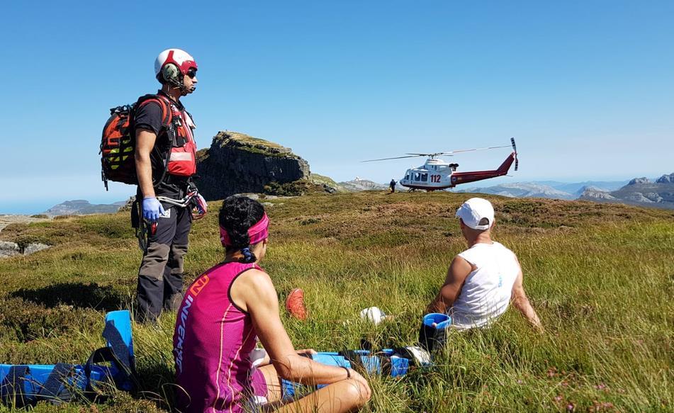 El helicóptero del Gobierno evacúa a dos deportistas lesionados del kilómetro vertical del Castro Valnera