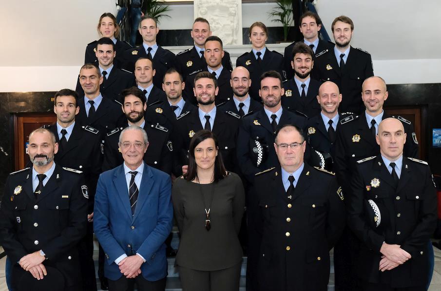 Gema Igual pide a los 19 nuevos policías locales que sean 'un equipo unido al servicio de los santanderinos'
