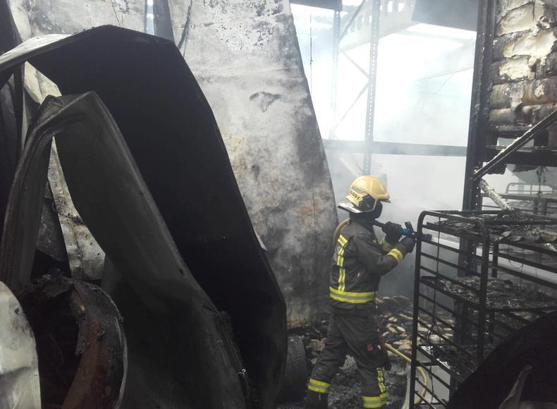 Un incendio quema una panificadora en Penagos