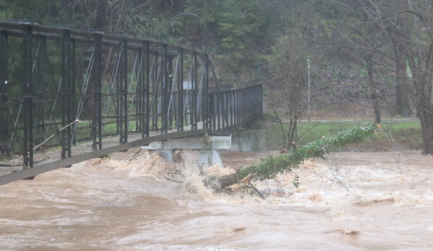 En la imagen, puente en La Viesca (Torrelavega, 24 de enero de 2019)