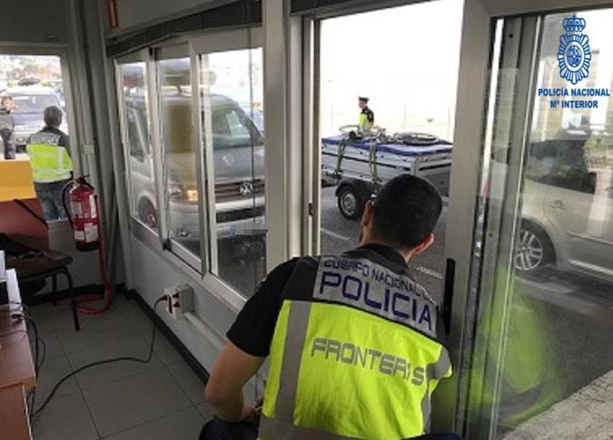 La Policía Nacional detiene a cuatro personas en el Puerto de Santander