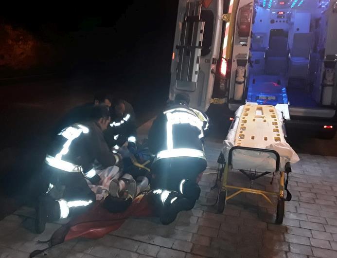 Bomberos del 112 rescatan a una señora caída en su vivienda en Linares