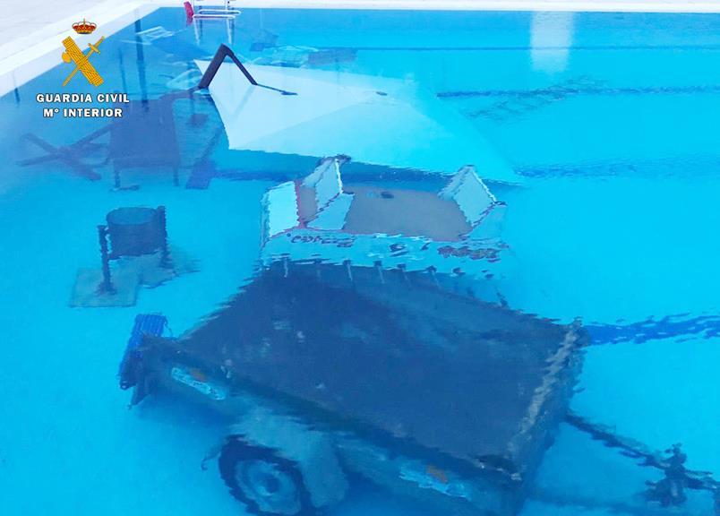 La Guardia Civil localiza a los presuntos autores de 8.000 euros en daños en la piscina de Los Corrales de Buelna