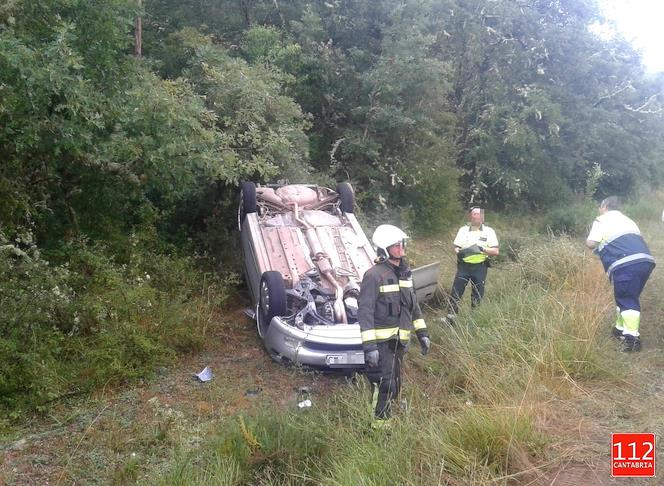Salida de vía con vehículo volcado a la altura de Báscones de Ebro (Palencia)